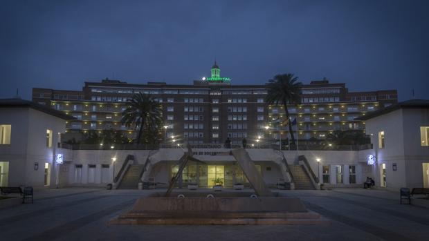 La luz verde esperanza de la cúpula del Hospital Virgen del Rocío se mantendrá mientras dure la pandemia