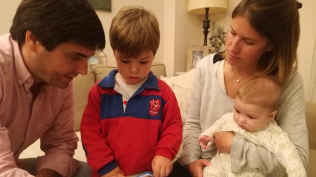 Los sevillanos modifican su día a día por el coronavirus: aplazan bodas, bautizos y viajes