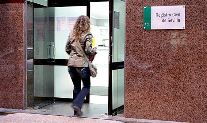 El Registro Civil de Sevilla reabre la inscripción de recién nacidos sólo para diez usuarios al día