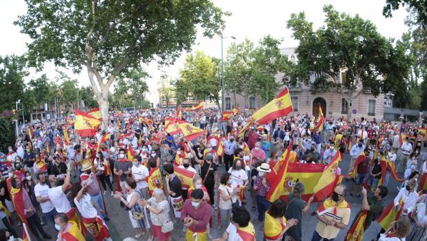 Más de 500 personas se concentran en Sevilla en apoyo al coronel de la Guardia Civil Pérez de los Cobos