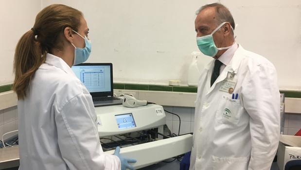 El plasma que salvó a un enfermero del Hospital Virgen del Rocío confirma su éxito en un ensayo clínico contra el coronavirus