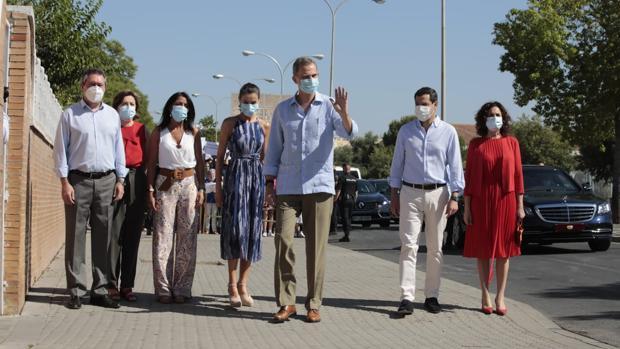 Los Reyes reciben en Sevilla el calor del barrio más pobre de España