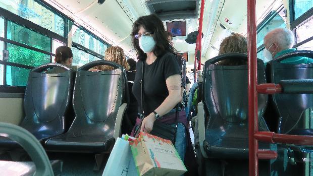 Los sevillanos le han cogido miedo al autobús por el coronavirus