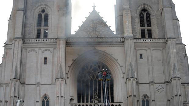 Un incendio deteriora la catedral de Nantes, otro de los grandes monumentos de Francia