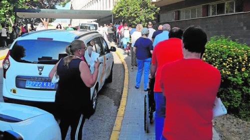 El Virgen del Rocío invierte 800.000 euros en «turnómetros» para evitar colas
