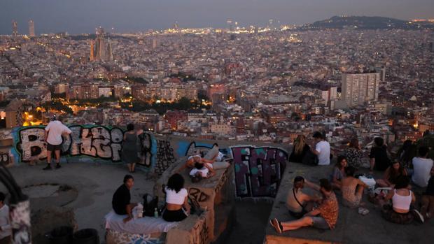España afronta un momento crítico para revertir la segunda batida del virus