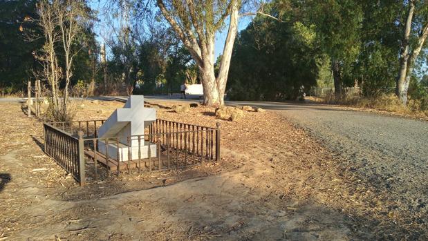 El «sueño de oro de la inmortalidad» de Bécquer, olvidado entre hierbas secas en el parque del Alamillo