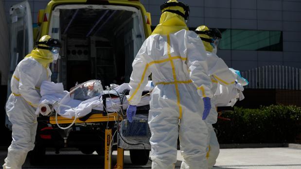 Cinco sanitarios de Urgencias del Hospital Punta de Europa en Algeciras con Covid-19
