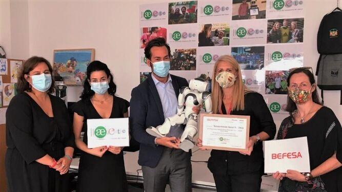 Befesa premia el trabajo de rehabilitación con el robot 'Curro' para niños con cáncer