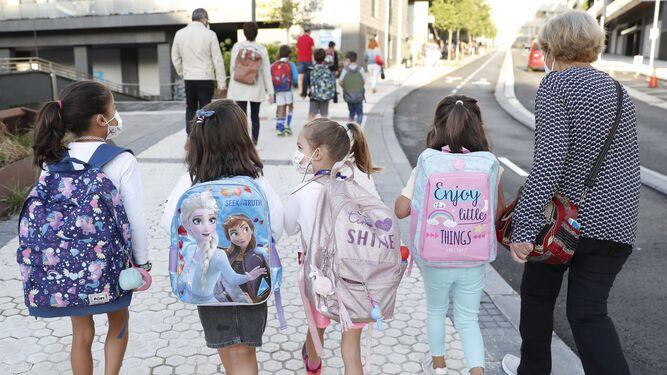 La vuelta al colegio llega en Sevilla con casos activos de Covid en 80 municipios