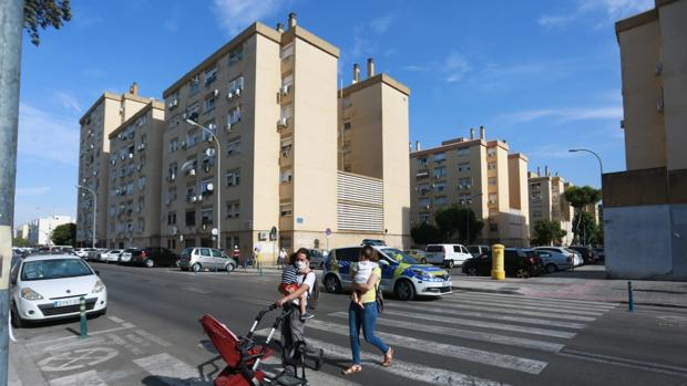 Un conductor arrolla a una mujer y a sus hijos en un paso de peatones en Pino Montano