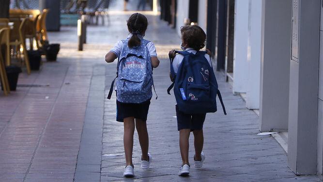 Los contagios por Covid se extienden a una decena de colegios de Sevilla