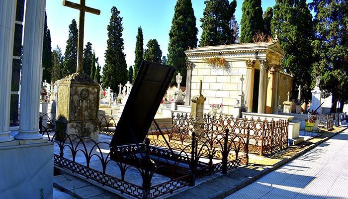¿Cuántos cementerios ha tenido Sevilla?