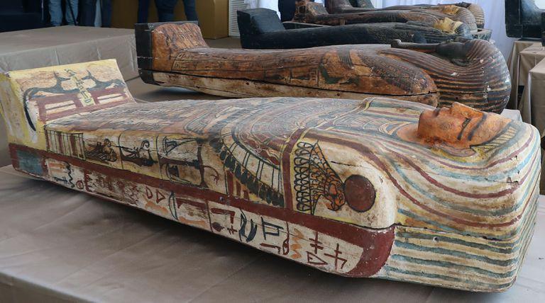 El espectacular hallazgo del cementerio faraónico de Saqqara: 59 sarcófagos intactos