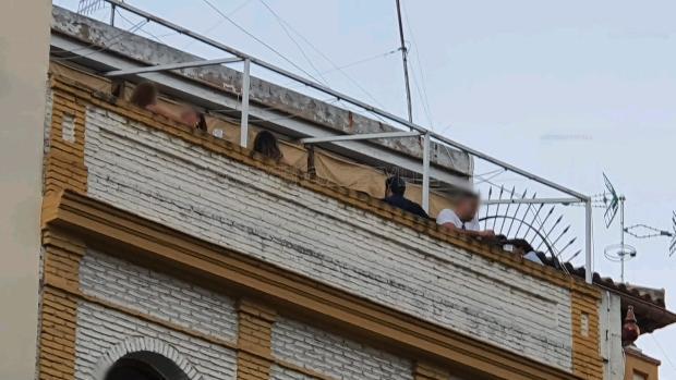 La Policía de Sevilla desaloja una fiesta con 21 personas en la calle Alemanes