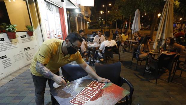 El sector de la hostelería en Sevilla advierte: «El cierre a las diez es nuestra sentencia de muerte»