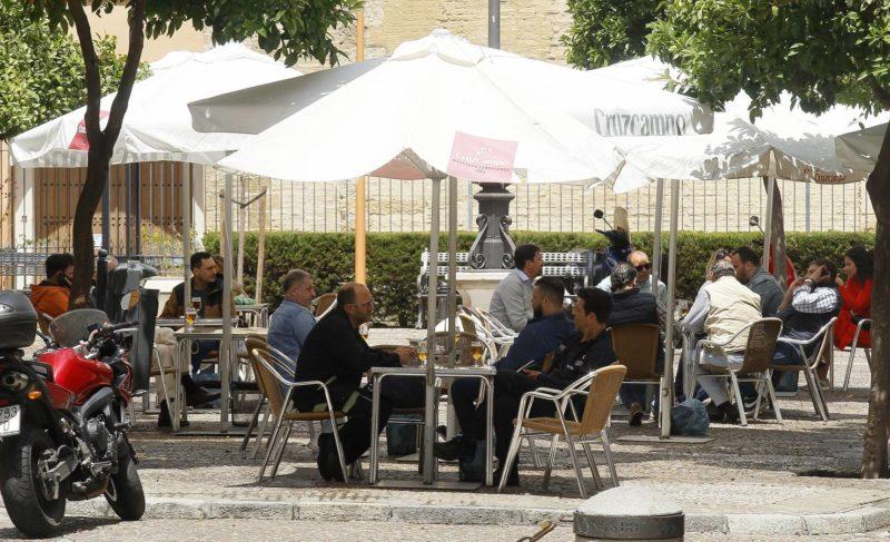 Aforos, horarios y reuniones: así quedan las normas contra el coronavirus en Andalucía hasta el puente