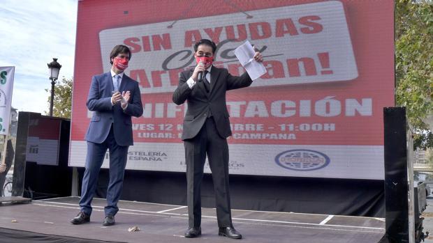 Los hosteleros de Sevilla piden a la Junta que a partir de las seis no se pueda comprar alcohol en ningún sitio