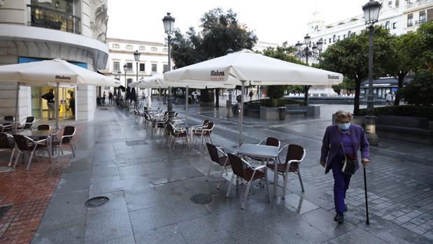 Los hosteleros andaluces piden a la Junta abrir en estas Fiestas hasta las once y mesas de ocho