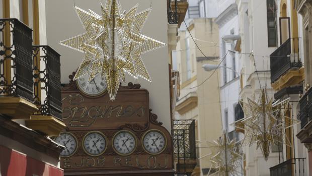 Espadas se plantea encender las luces de Navidad cuando se relajen las restricciones
