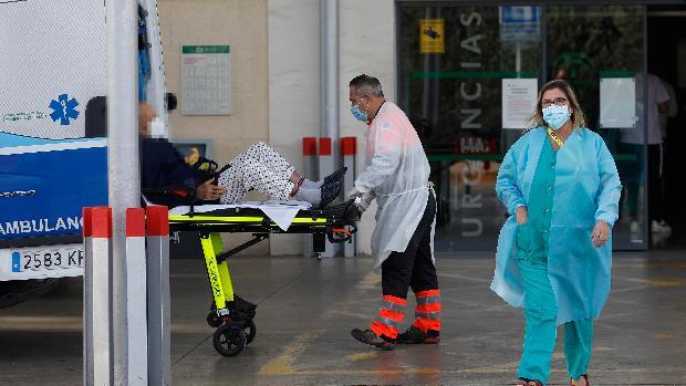 Los hospitales andaluces frenan su actividad para centrarse en atender casos Covid