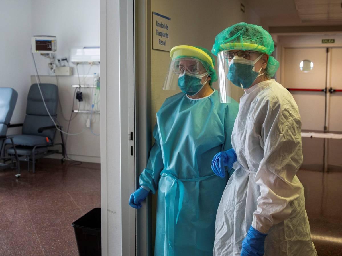 España necesita casi 14.000 enfermeros más en las UCI