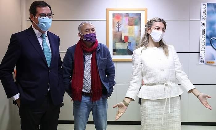 Moncloa prepara un decreto para subir el SMI hasta 1.000 euros en plena crisis