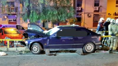 Un conductor ebrio provoca un accidente en Tomares que deja una fallecida y cuatro heridos, entre ellos tres menores
