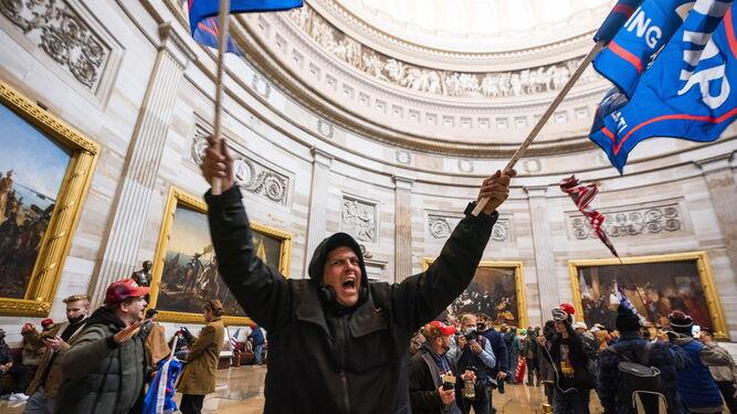 El asalto al Capitolio de EEUU acaba con cuatro muertos