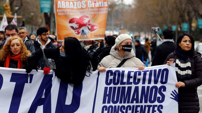 Marcha negacionista en Madrid en plena tercera ola de la pandemia