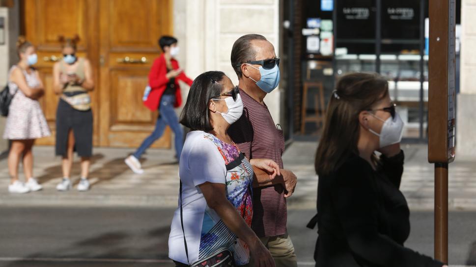 Batería de medidas duras frente al coronavirus en Andalucía que planean ya sobre la comunidad
