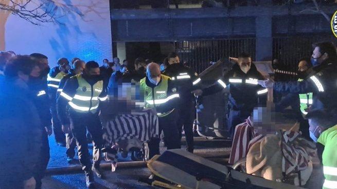 Una anciana muerta y tres heridos graves en el incendio de la residencia de mayores de Sevilla