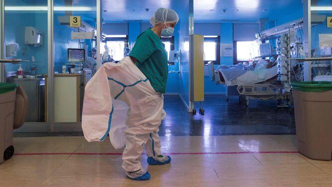 Los hospitales de Sevilla se acercan al pico de la segunda ola