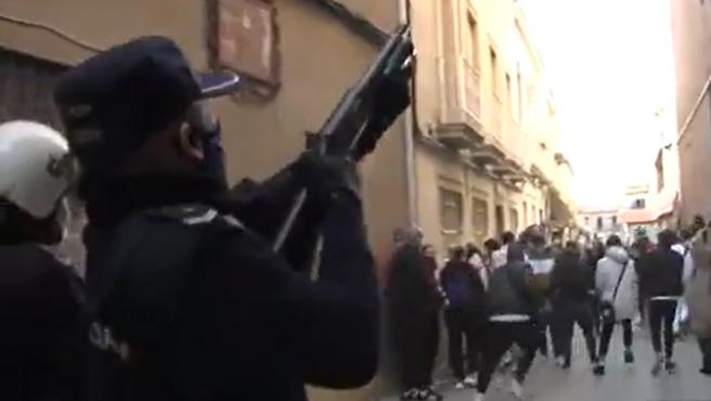 Prisión para los dos policías detenidos en Linares por la paliza a un hombre y su hija acusados de «atentado grave y detención ilegal»