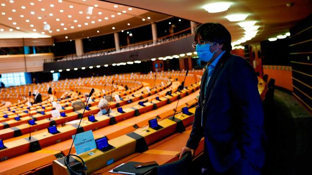 El Parlamento Europeo retira la inmunidad a Carles Puigdemont