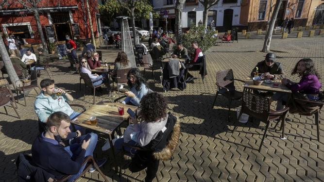 Los bares y comercios de Sevilla podrán abrir hasta las 22:30 desde mañana viernes