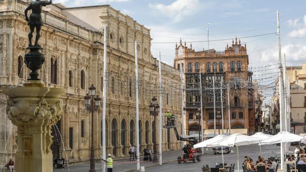 Juan Espadas recula con la 'Feria' en el Centro de Sevilla: sólo habrá luces