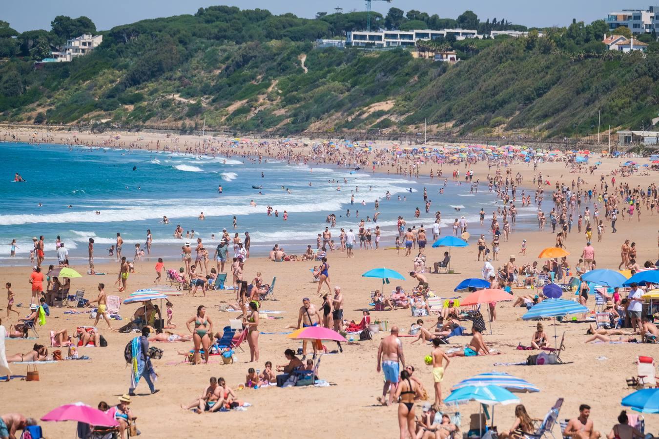 Las playas andaluzas estrenan el verano más deseado