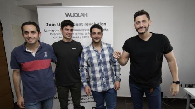 Cuatro sevillanos revolucionan la universidad con Wuolah, la mayor plataforma de apuntes