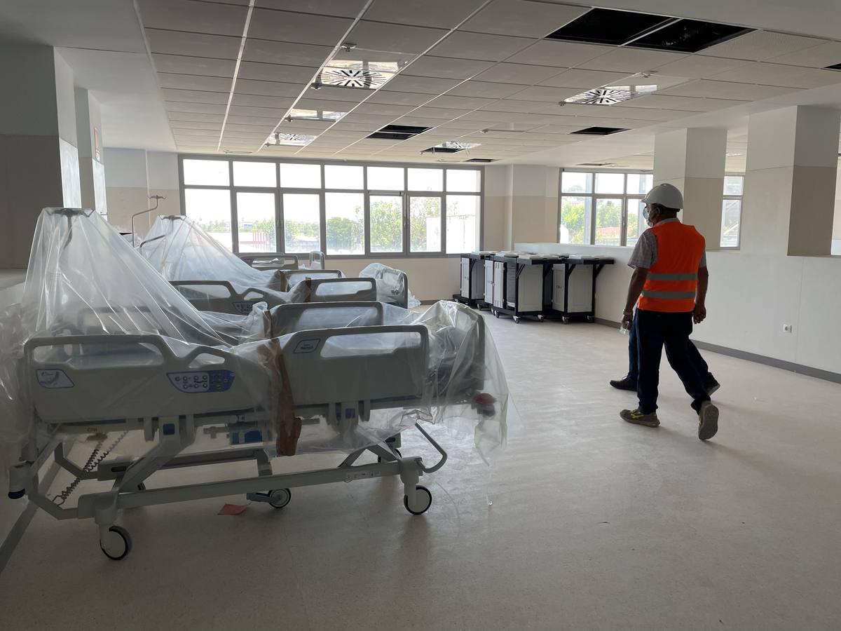Los obreros vuelven al Hospital Militar de Sevilla, que inicia su segunda fase.