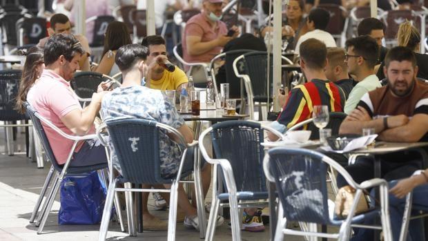 La quinta ola del Covid en Andalucía amenaza con frenar la recuperación