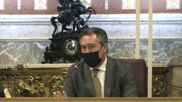 Todos contra Espadas: «Sólo le falta decir que se tiraría por un barranco por Pedro Sánchez»