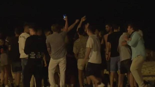 La Policía Local dispersa a 1.500 jóvenes que participaban en un macrobotellón en Sevilla