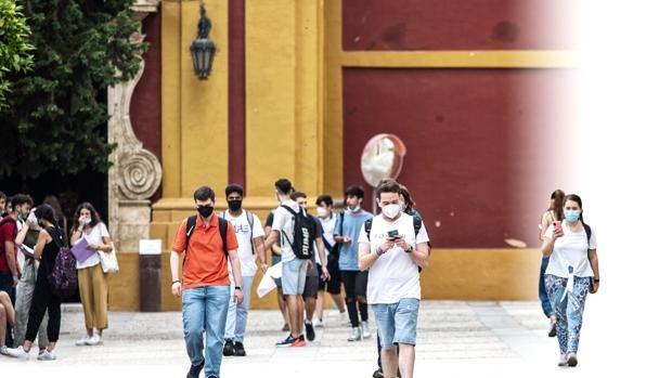Año y medio después 60.000 universitarios vuelven hoy al campus en Sevilla