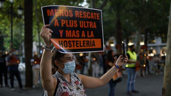 'Sevilla son sus bares' retoma las protestas: ahora también por la subida de la luz