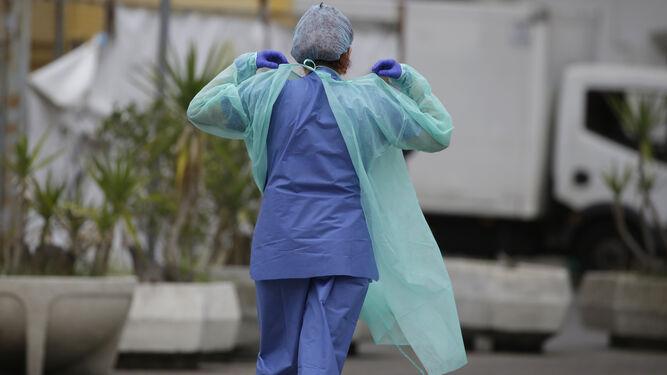 Aumenta el número de sanitarios contagiados en Sevilla: más de 260 profesionales han dado positivo en el último mes